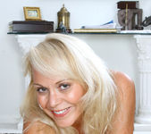Veronica - Hot Blonde - Anilos 11