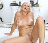 Veronica - Hot Blonde - Anilos 16