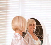 Dana - Mirror - Anilos 2