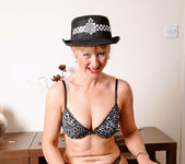 Suzy - Police Woman - Anilos 6