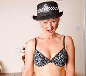 Suzy - Police Woman - Anilos 9