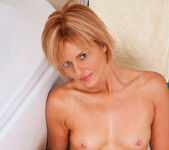 Rebecca - Bathtub - Anilos 20