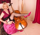 Hazel - Musician - Anilos 2