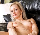 Laurita - Black Sofa - Anilos 11