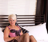 Sally Taylor - Huge Toy - Anilos 2