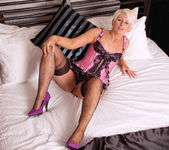 Sally Taylor - Huge Toy - Anilos 5