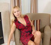 Viktoria - Blonde Anilos 4