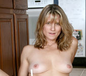 Berkley - Flirt Mature - Anilos 19