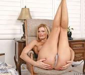 Darryl Hanah - Steamy Legs 6