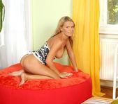 Vivien - Yummy Mommy - Anilos 4
