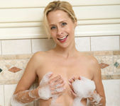 Payton Leigh - Bathroom Moms 11