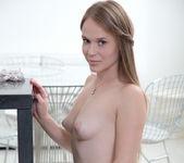 Markiza fingering & spreading her pussy 9