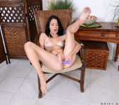 Daisy Summers - pussy vibrations 18