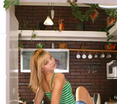 Ametista - she can't cook, but she can get naked 2