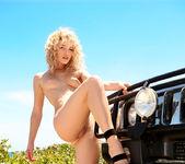 Hummer - Alissa White 13