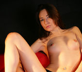 Red sofa - Lila - Watch4Beauty 3