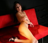 Red sofa - Lila - Watch4Beauty 16