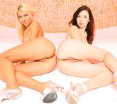 Double sense - Mina & Lea Tyron 11