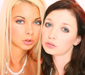 Double sense - Mina & Lea Tyron 14
