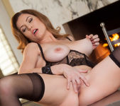 Jamie Lynn Ends Up Fingering Her Pussy Until She Cums 13