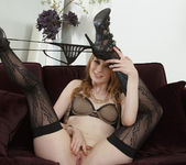 Ela Darling Stimulates Her Pussy With Her Fingers 5