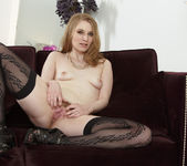 Ela Darling Stimulates Her Pussy With Her Fingers 9