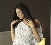 La Morena Hermosa - Michaela Isizzu 2