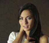 La Morena Hermosa - Michaela Isizzu 4