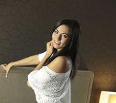 La Morena Hermosa - Michaela Isizzu 6