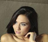 La Morena Hermosa - Michaela Isizzu 26