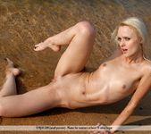 Stranded - Vika - Femjoy 9