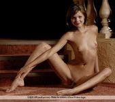 Queen - Amelie - Femjoy 11