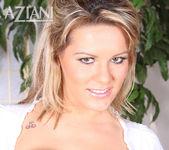 Megan Monroe - Aziani 10