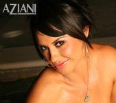 Mariah Milano - Aziani 12
