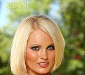 Hannah Hilton - Aziani 10