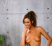 Tiffany Brookes - Aziani 10
