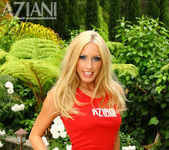 Cassie Young - Aziani 2
