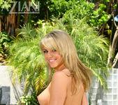 Marlie Moore in Bikini - Aziani 12