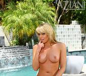 Marlie Moore in Bikini - Aziani 14