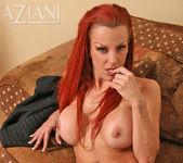 Shannon Kelly - Aziani 12