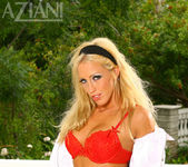 Cassie Young - Aziani 3