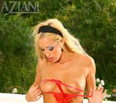 Cassie Young - Aziani 11