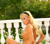 Cassie Young - Aziani 14
