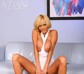 Hannah Hilton - Aziani 12