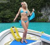 Viktoria Diamond - InTheCrack 2