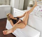 Zorah White - InTheCrack 5
