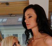 Eveline Neill & Dido Angel 5