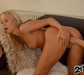 Iwia & Carla Cox - 21Sextreme 24