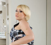 Kagney Linn Karter - Housewife 1 on 1 2