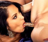 Nina Mercedez and Hanna Harper are in lust 9